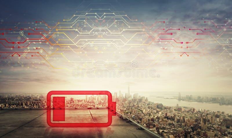 在一个摩天大楼的屋顶的红色低功率电池标志全息图在大城市日落天际的,两次曝光作用 免版税库存图片
