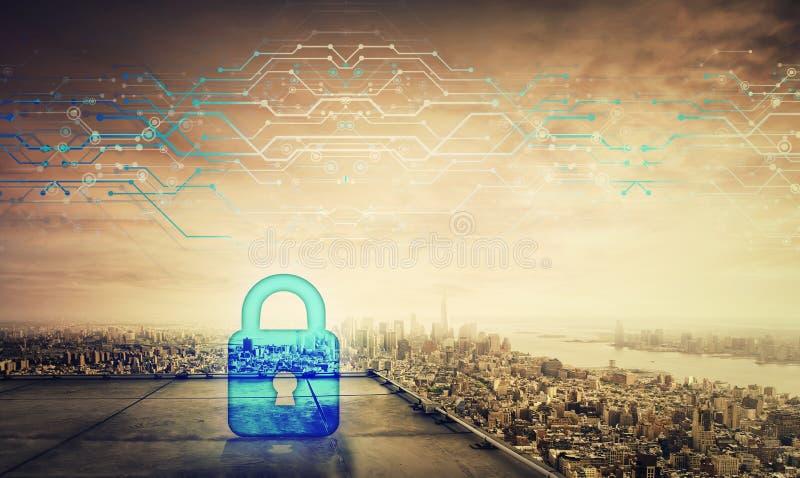在一个摩天大楼的屋顶的蓝色挂锁象全息图在大城市天际的在日落 未来安全密码网络 皇族释放例证