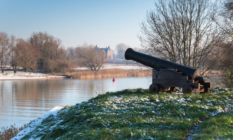 在一个有历史的垒的老大炮 库存图片