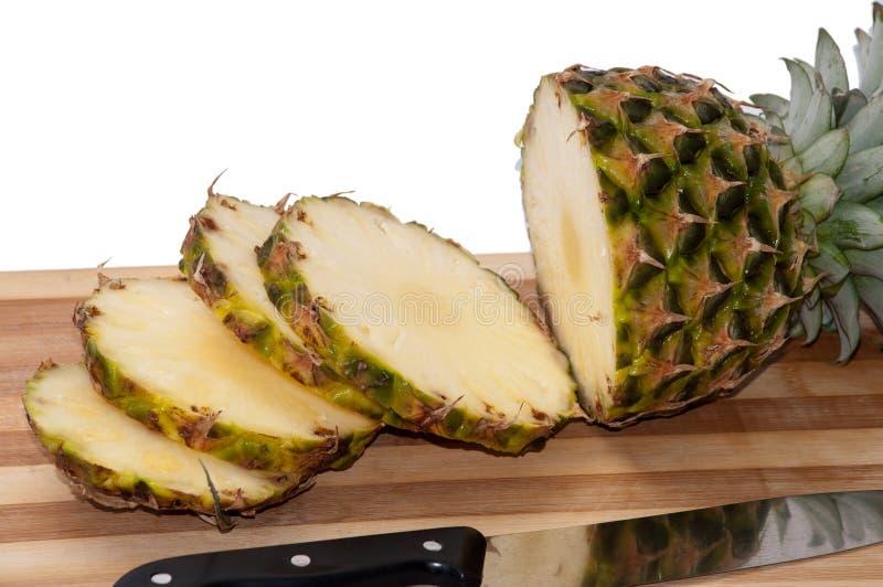 在一个木板的被切的菠萝片 图库摄影