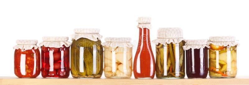 在一个木架子的多种蜜饯 免版税图库摄影