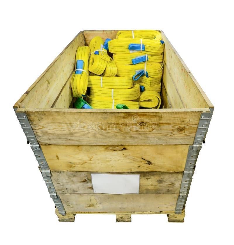 在一个木箱堆积的尼龙软的起重吊具 库存图片