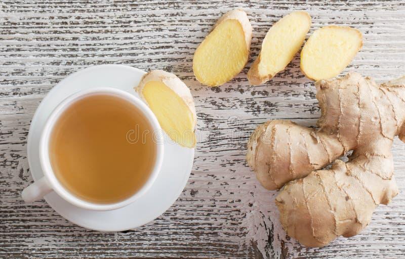 Download 在一个杯子的姜茶在木背景 库存照片. 图片 包括有 香料, 生活, 营养, 玻璃, 自然, 东方, 背包 - 62536596