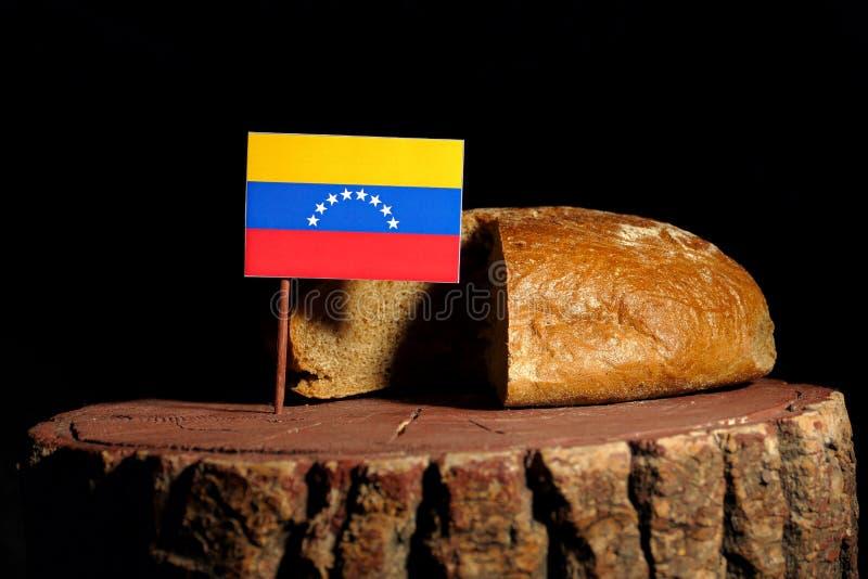 在一个树桩的委内瑞拉旗子用面包 库存图片