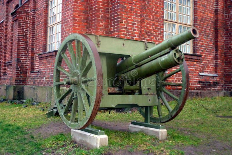 在一个海岛上的老大炮在赫尔辛基前 免版税库存照片