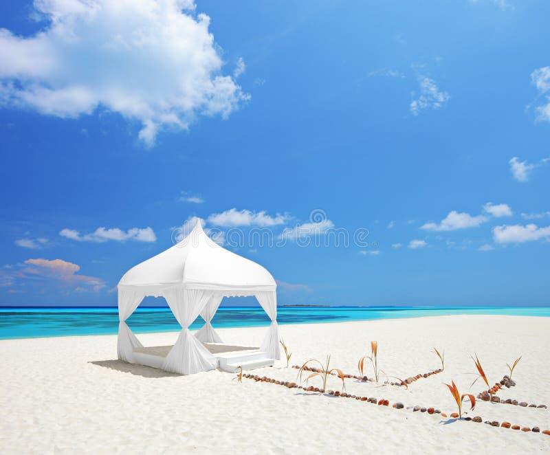 在一个海滩的一个婚礼帐篷在马尔代夫 免版税库存照片