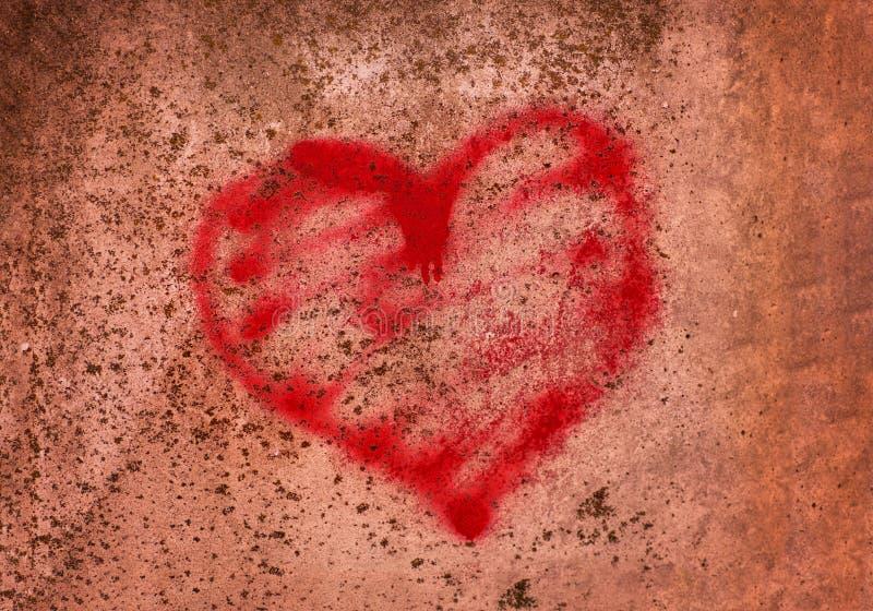 在一个混凝土墙上绘的红色心脏,监狱的概念,救世,难民,沈默,偏僻,打破的爱,关系,孤立 图库摄影