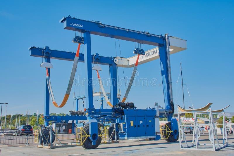 在一个港口的滑动起重机在法国 库存照片