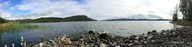 在一个湖的全景视图在瑞典 免版税图库摄影