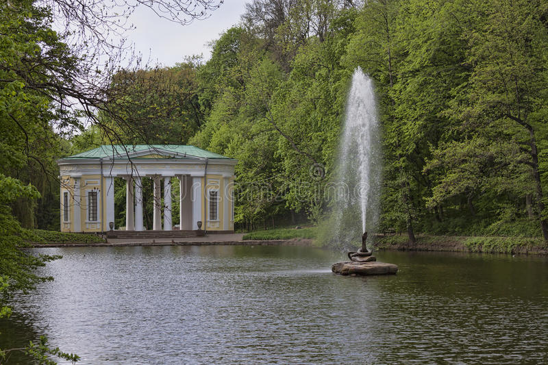 在一个湖的喷泉在索菲娅公园 库存图片