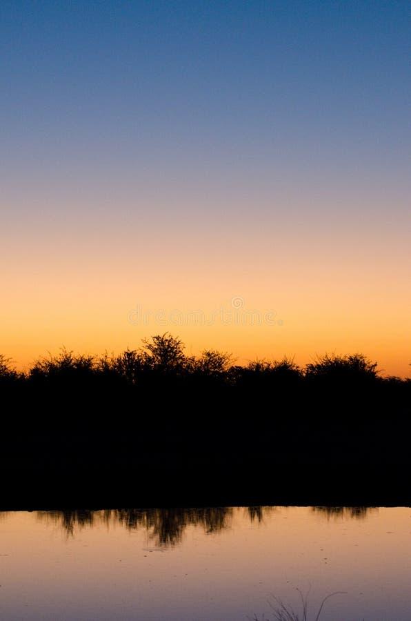 在一个湖的日落在博茨瓦纳 免版税库存照片