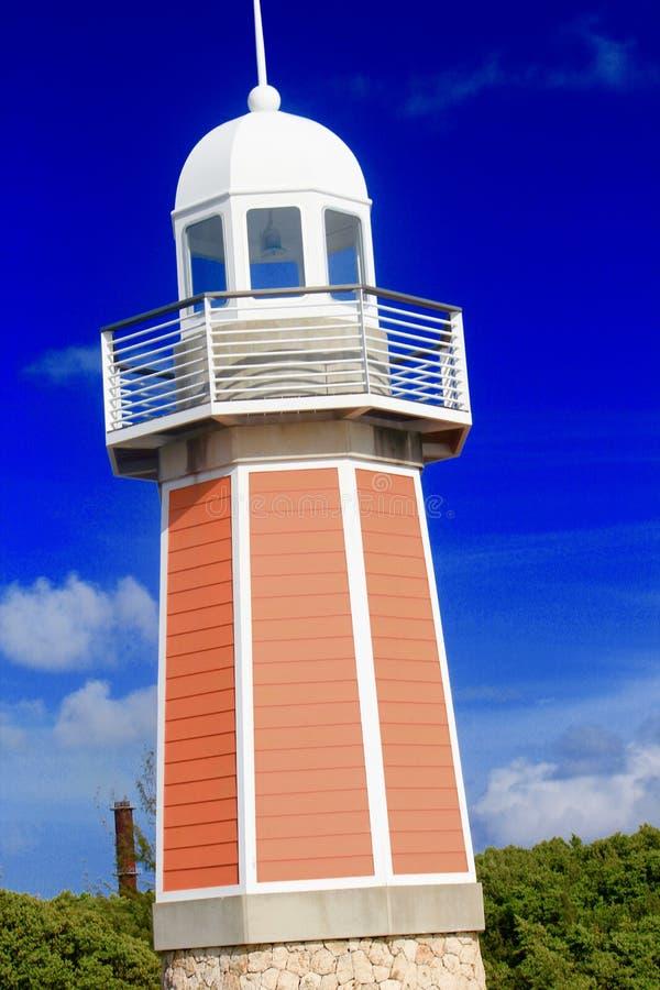 在一个热带海岛上的珊瑚桃红色灯塔在巴哈马 库存图片