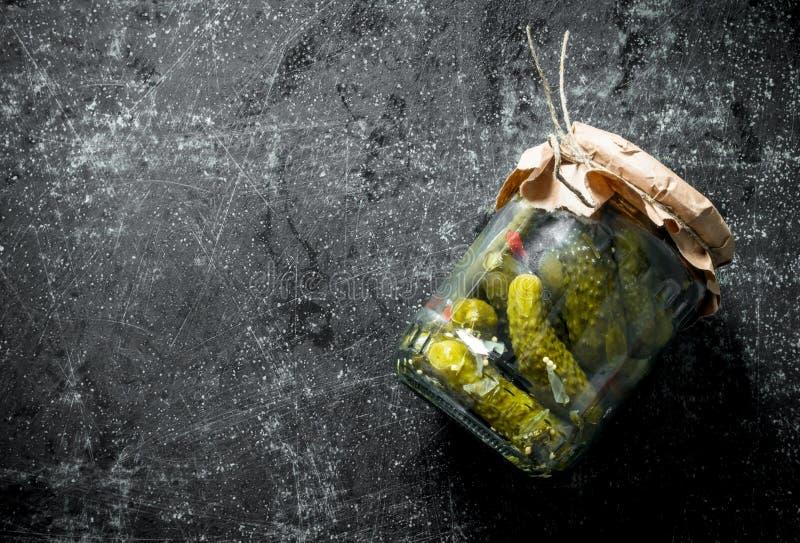 在一个玻璃瓶子的腌汁 免版税库存照片