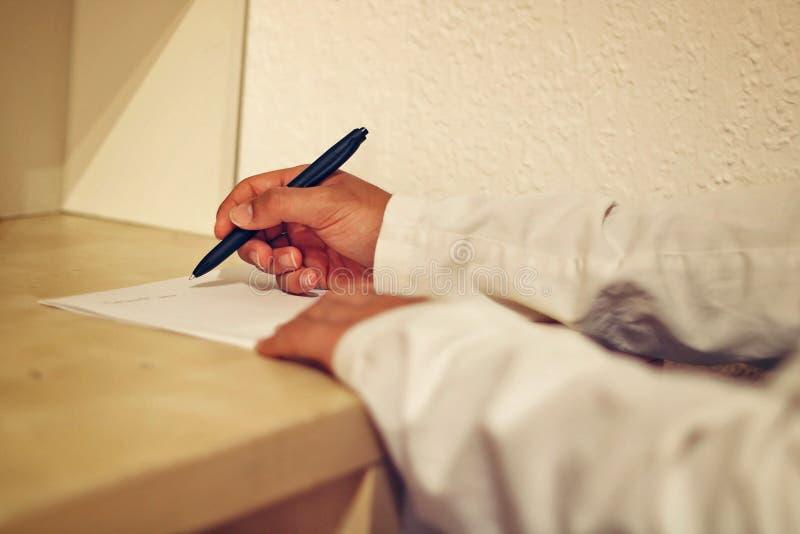 在一个白纸的军医文字 免版税库存图片