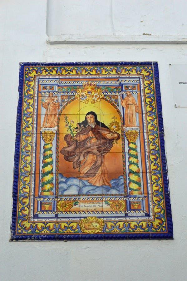 在一个白色大厦的铺磁砖的宗教绘画建筑细节在科多巴西班牙 免版税库存照片