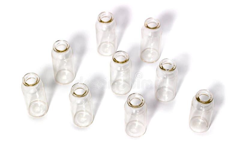 在一个白色背景实验室玻璃器皿的玻璃试管 免版税图库摄影