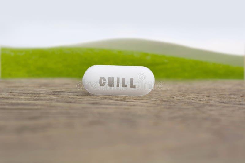 在一个白色药片写的寒冷的词 免版税库存图片
