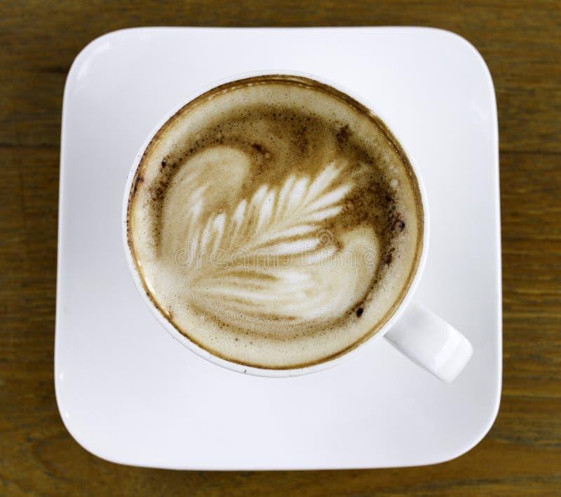 在一个白色陶瓷杯子的咖啡 库存图片