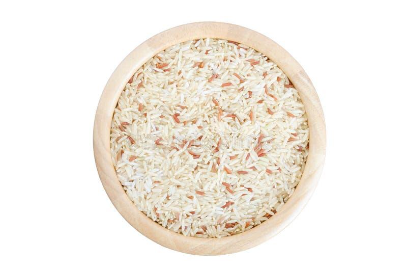 在一个碗的未煮过的米在白色背景 免版税图库摄影