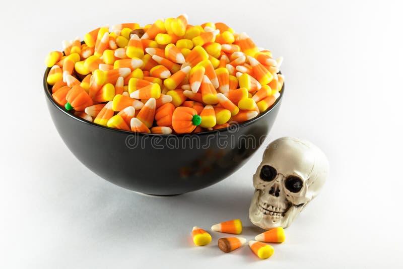 在一个碗的糖味玉米有头骨的 免版税库存照片