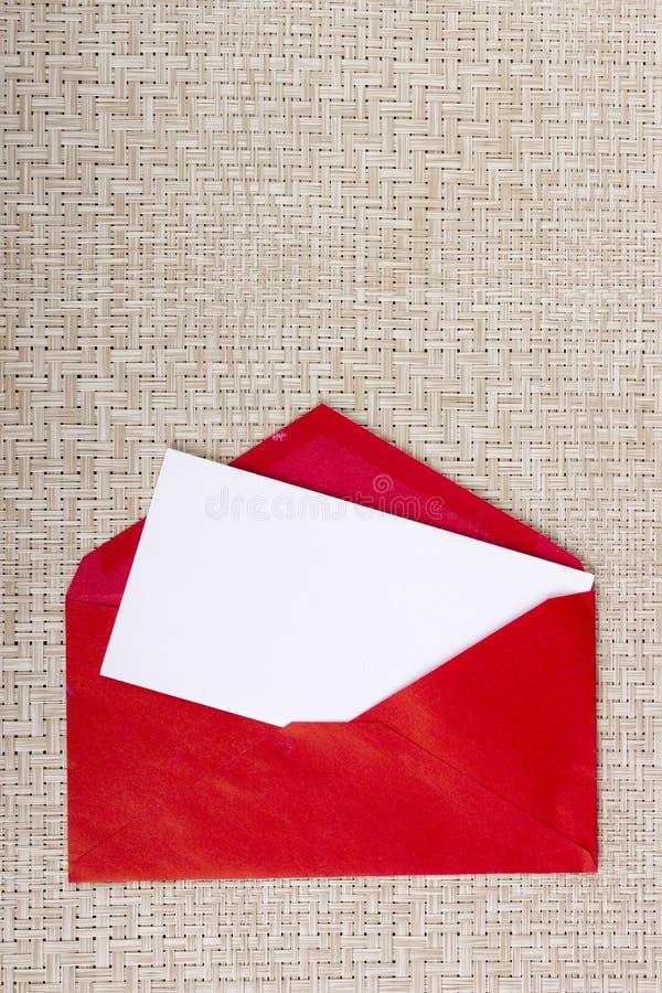 在一个红色信封的信件 免版税图库摄影