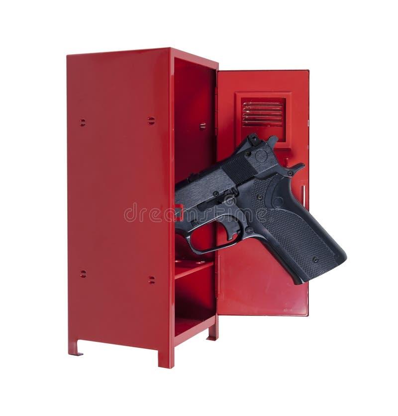在一个红色衣物柜的手枪 库存照片