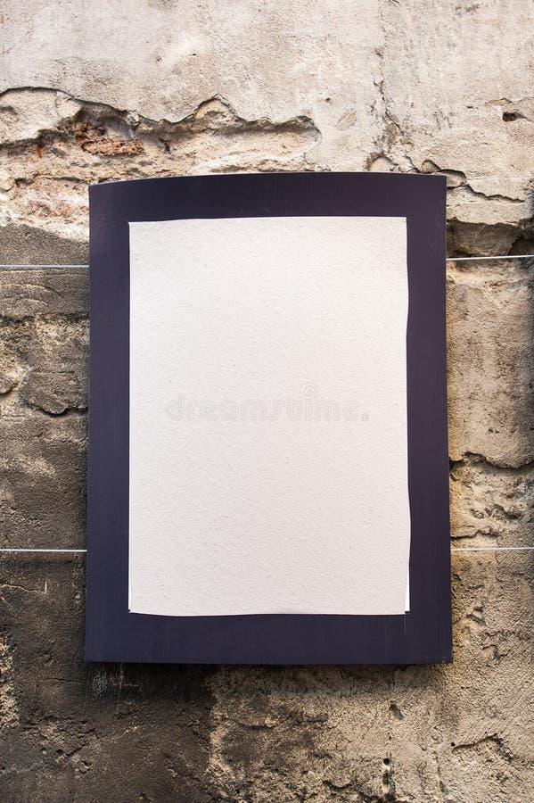 在一个老大厦的墙壁上的空白与空间的文本的 免版税库存图片