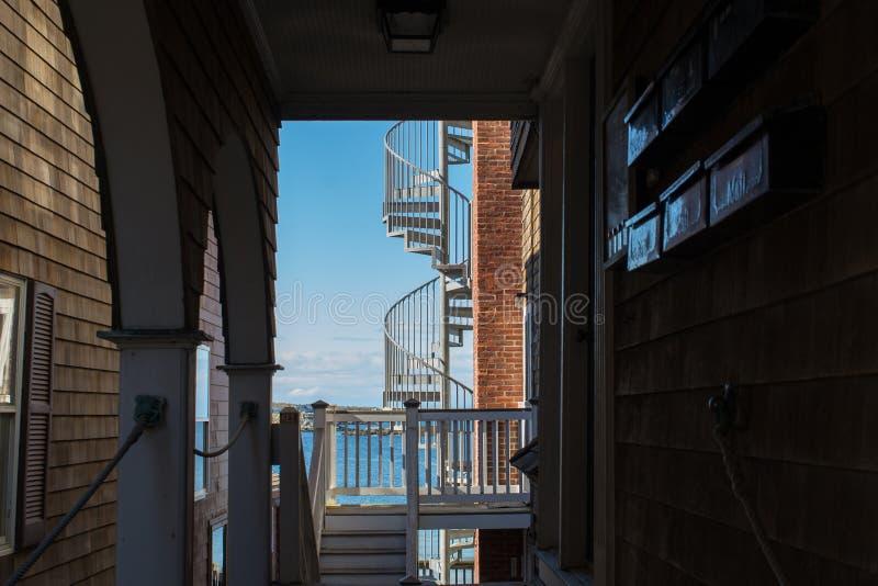 在一个老大厦的防火梯 图库摄影