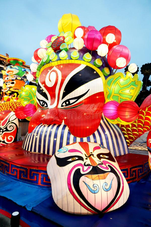 在一个节日的五颜六色的中国灯笼在羡 免版税图库摄影