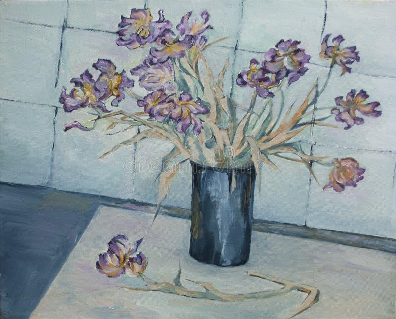 在一个花瓶的退色的花在桌上 库存图片