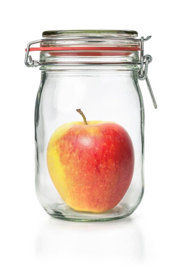 在一个装于罐中的瓶子的苹果计算机 免版税图库摄影