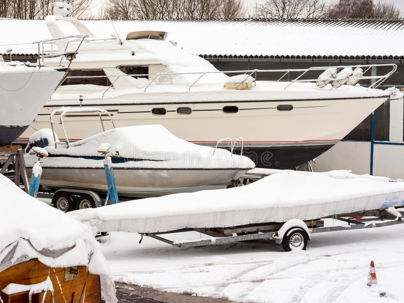 小船存贮在冬天 免版税库存图片