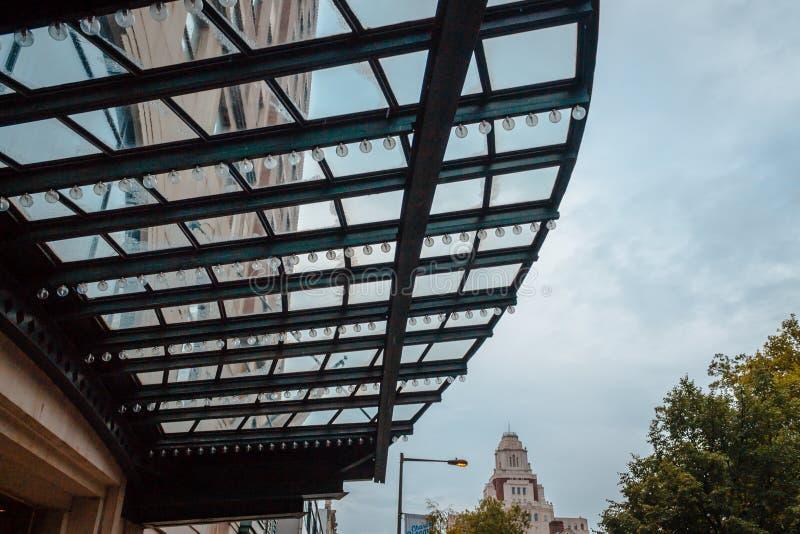 在一个遮篷的光在街市费城宾夕法尼亚 图库摄影