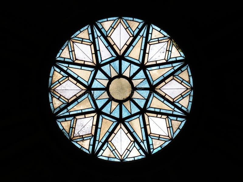 在一个邮局的天花板的玻璃窗在巴塞罗那 免版税库存图片