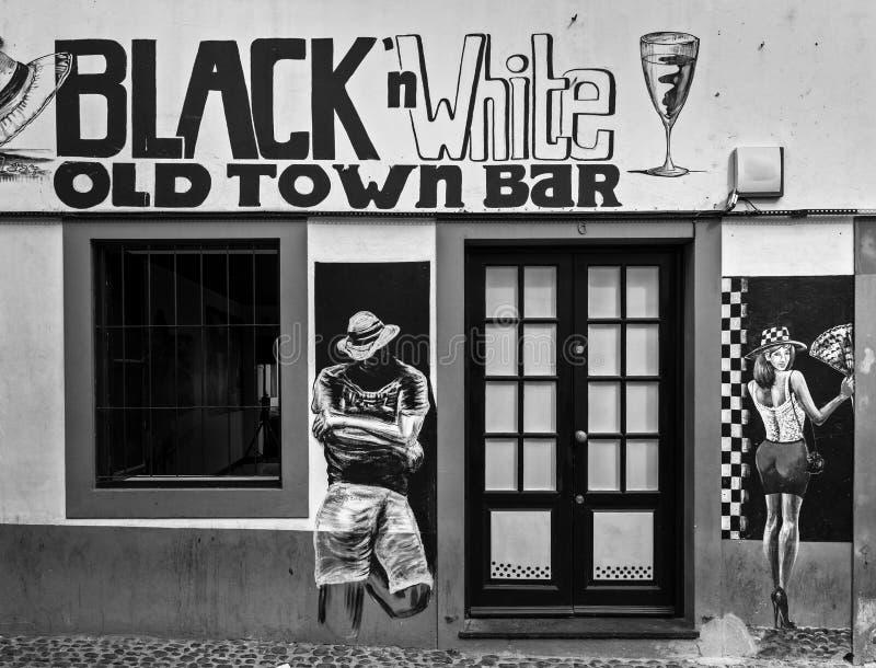 在一个酒吧的壁画在老镇在马德拉海岛上的丰沙尔  库存图片