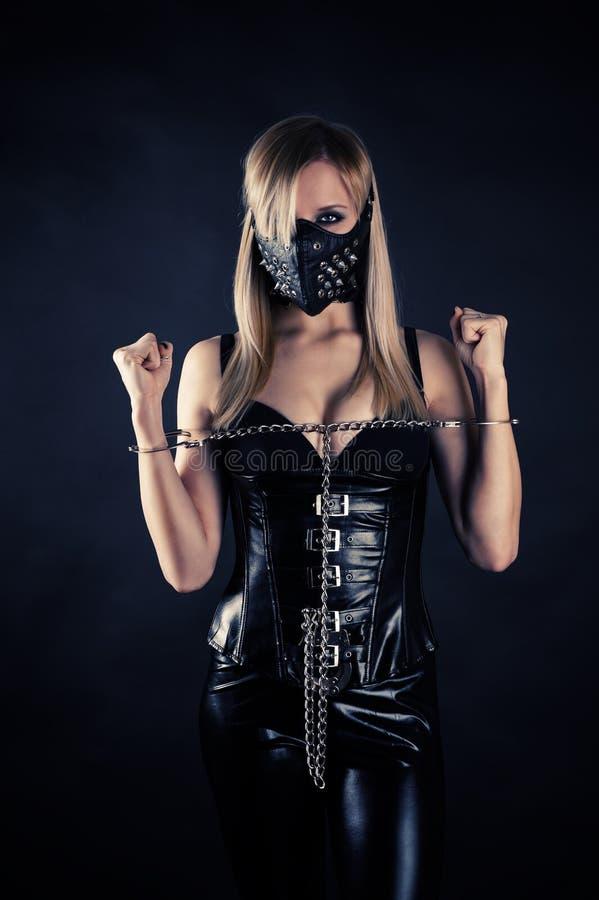 在一个面具的奴隶与钉 库存图片