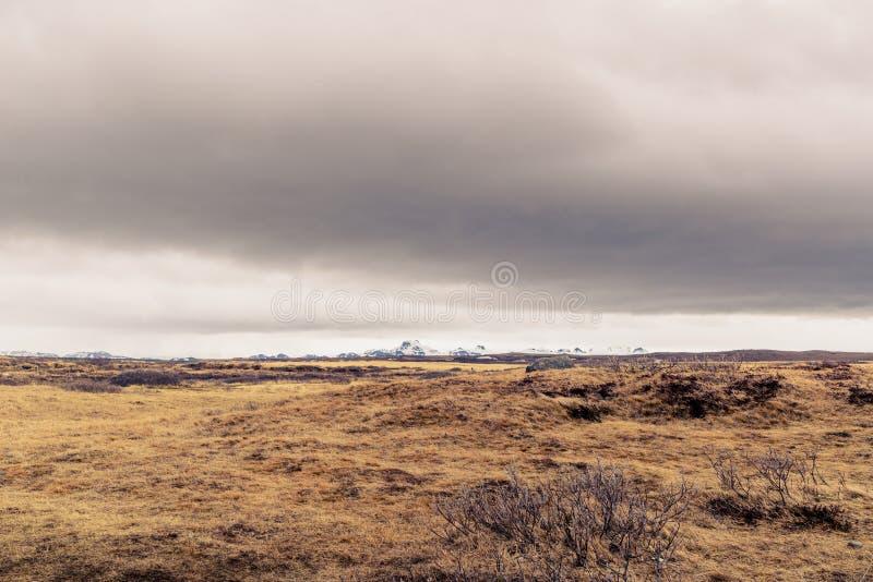 在一个风景的黑暗的云彩在冰岛 库存照片