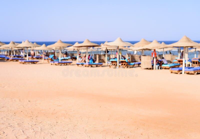 在一个高级海滨胜地的热带海滩 库存照片
