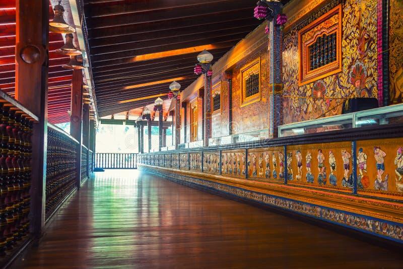 在一个Gangaramaya寺庙里面在科伦坡 库存照片