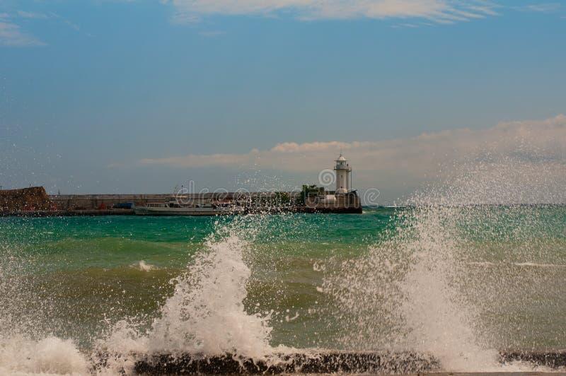 在一场强的风暴以后的海浪 克里米亚雅尔塔 免版税库存照片