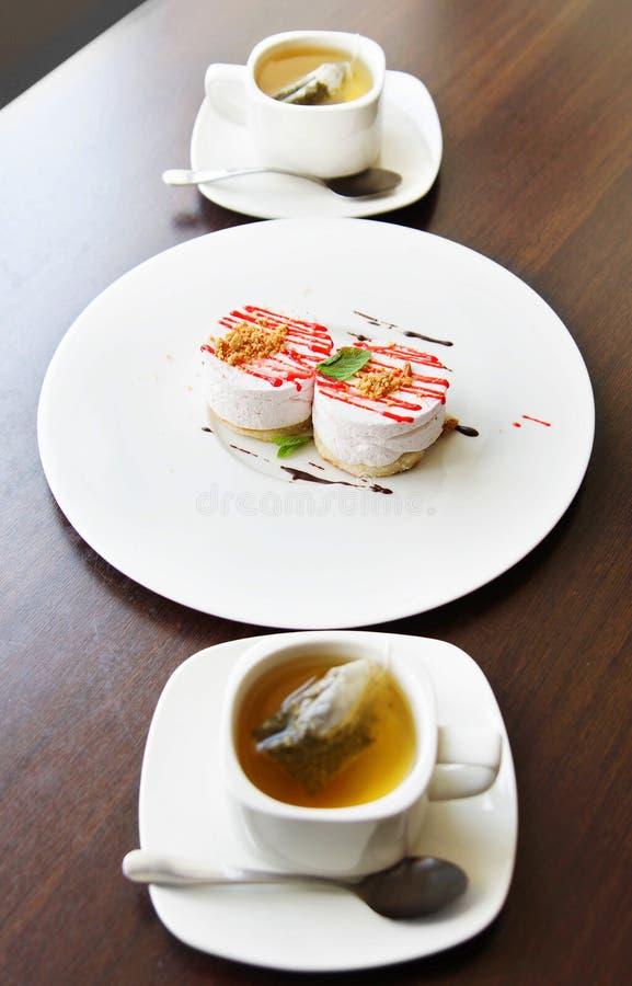 在一块大板材的茶和蛋糕 库存照片