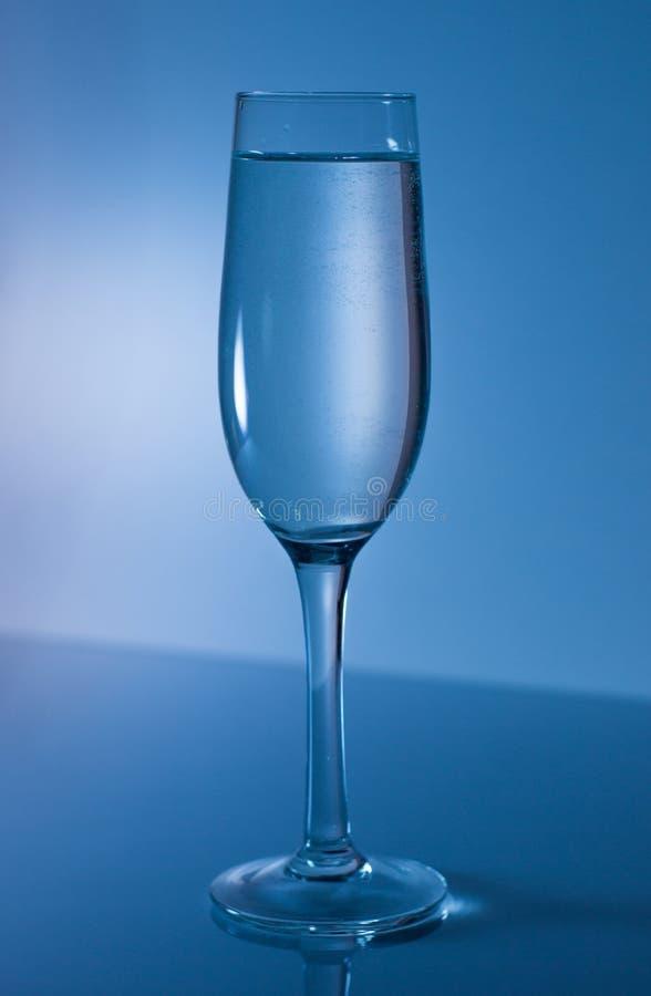 在一块玻璃的冷水香槟的 免版税库存图片