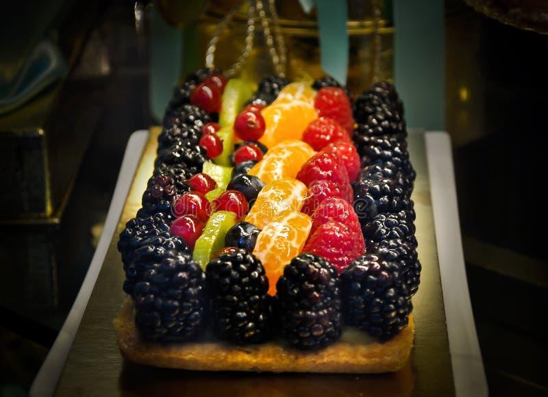 在一家面包点心店的果子蛋糕 库存图片