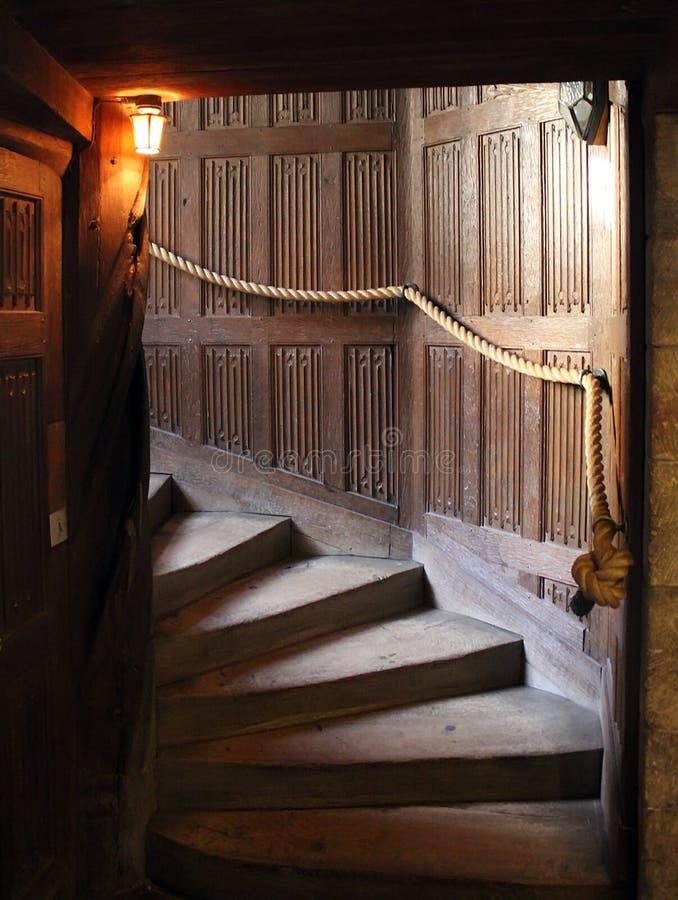 在一座老城堡的楼梯 免版税库存照片