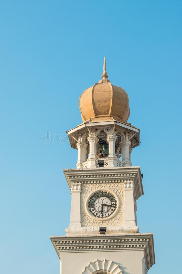在一座钟楼的殖民地时代建筑学在乔治城, Pulau槟榔岛,马来西亚 免版税库存照片