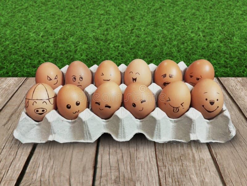 在一张木桌上的两个卷鸡蛋 免版税图库摄影
