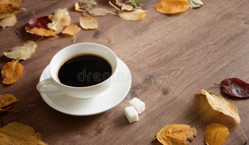 在一张木桌上的对象每咖啡 免版税库存图片
