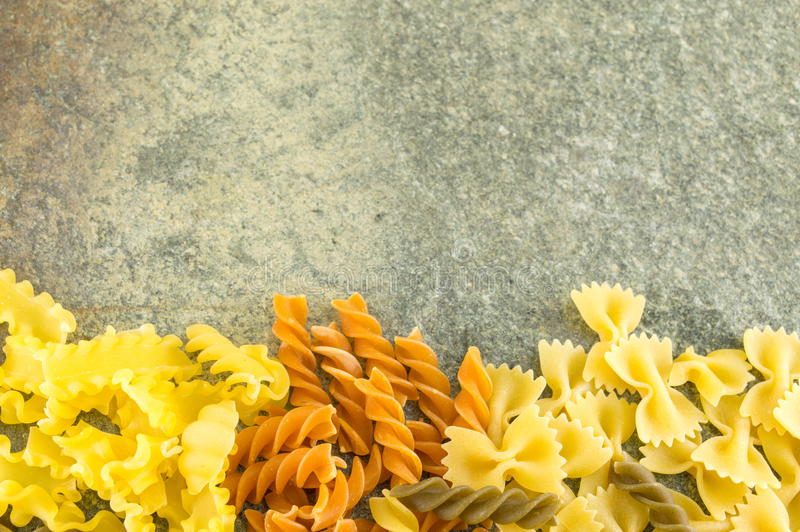 Download 在一张石桌上定购的面团混合 库存图片. 图片 包括有 成份, 颜色, 编排者, 通心面, 传统, 烹调, 营养 - 72357455