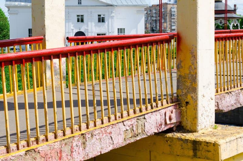 在一条小河的桥梁 库存图片