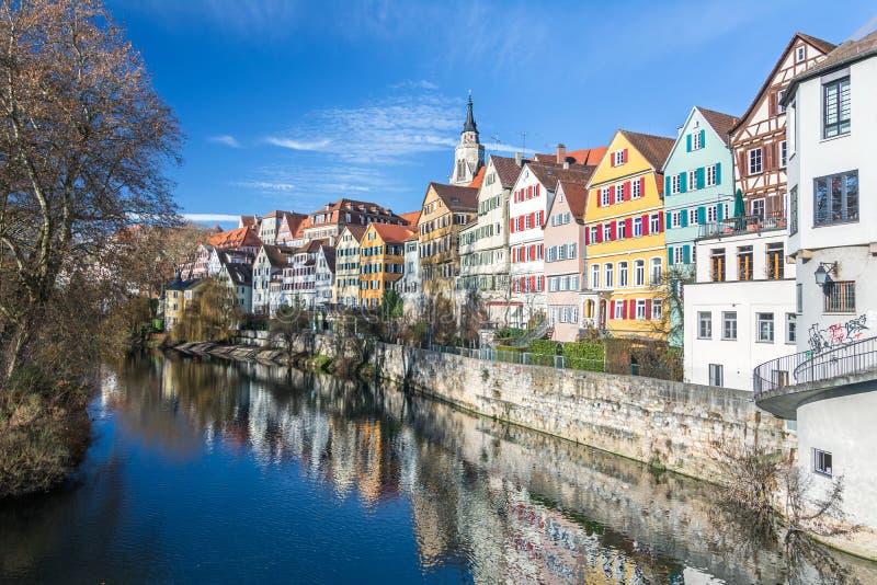 在一条河附近的Pittoreske历史的房子在一点镇在德国南部 免版税库存照片